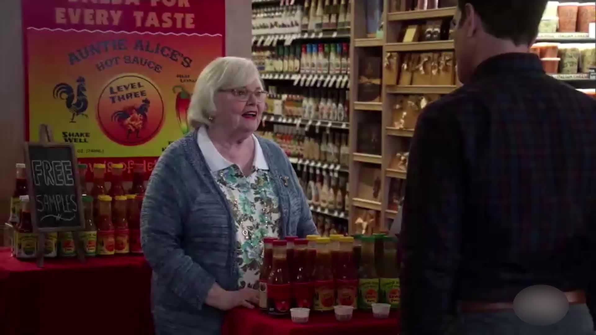 女子怒气冲冲去超市,她的辣酱被人盗用,找盗贼理论