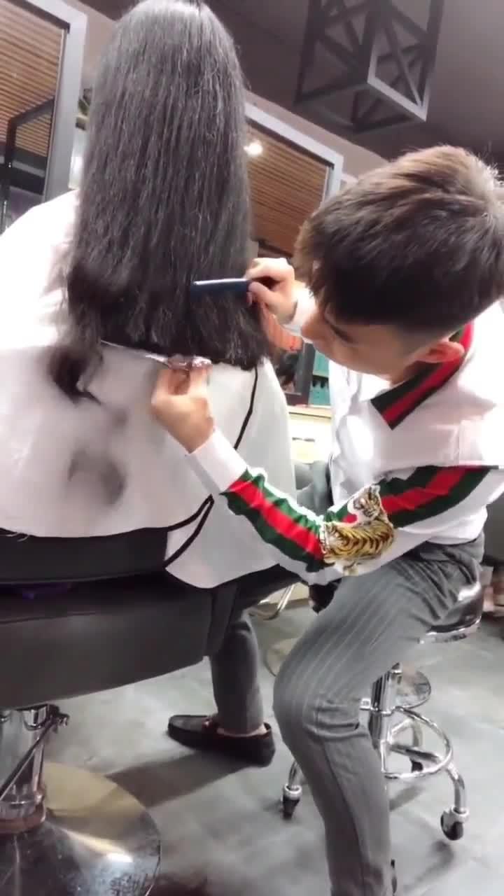 对不起,裁缝做久了转行理发师真的有点不习惯