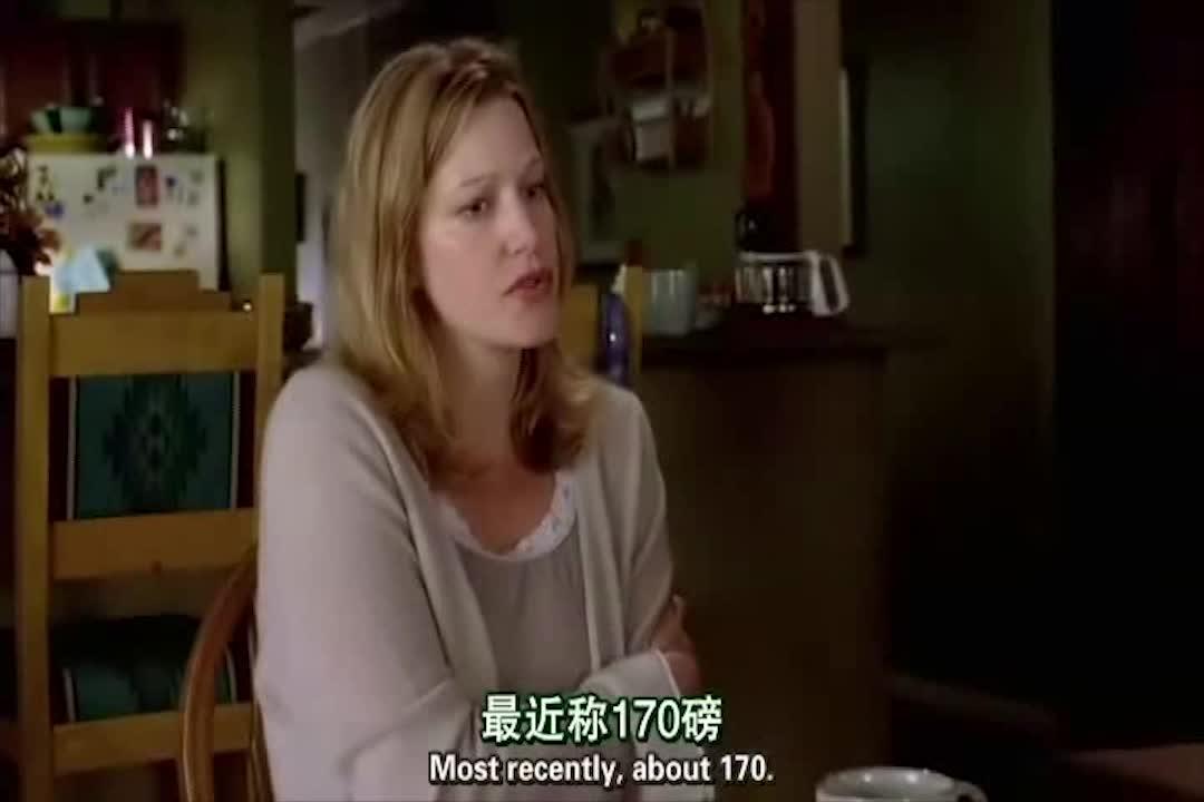 美女向警员说明自己丈夫失踪,介绍具体细节后,想起来一件事