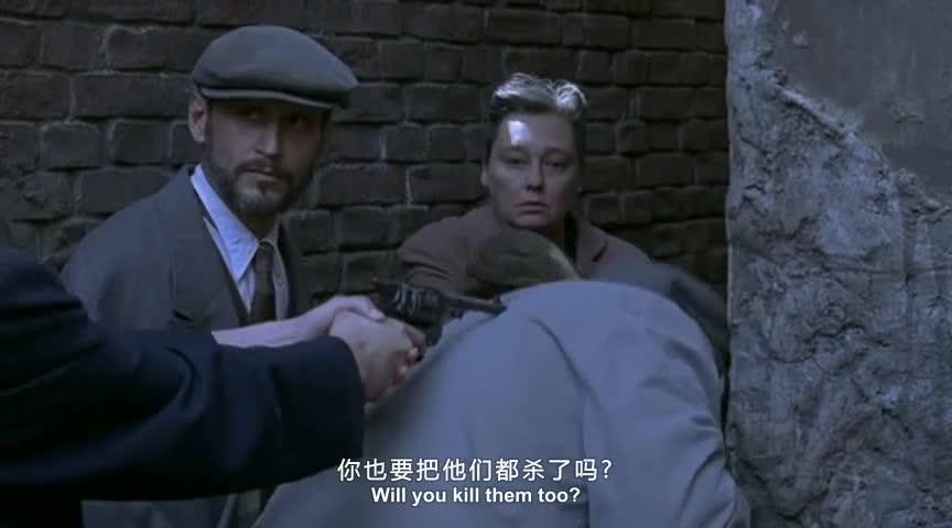 男人者再一次干了这种事情,女人躲着墙后,善良的她终究没下手