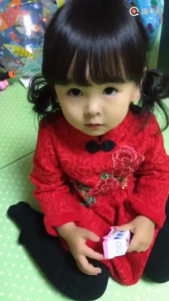 小萌女幼儿园打架,老师要爸爸电话,小萌女回答亮了