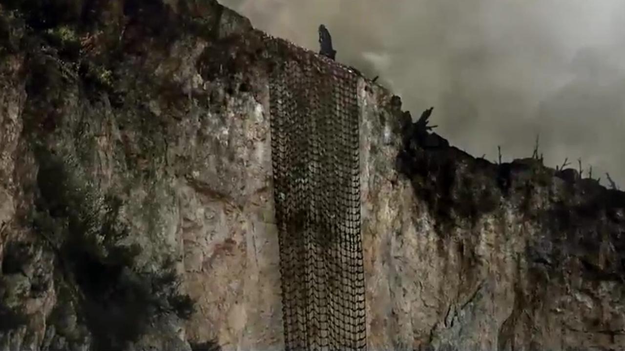 #经典看电影#日本人为啥不割断绳索?真实的钢锯岭比电影还惨!