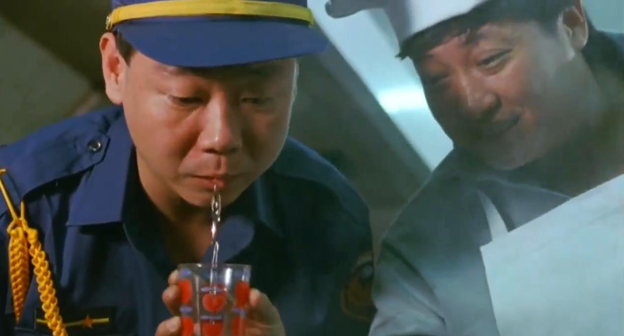洪金宝在监狱爆炒狗肉,把狱警看得直流口水