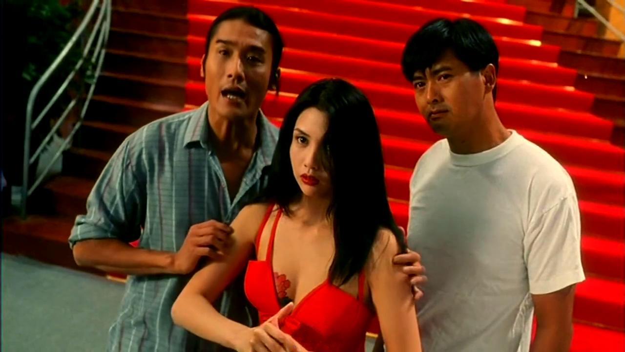 #经典看电影#《赌神2》中的邱淑贞海棠一袭红衣,真是美颜盛世,惊艳了时光