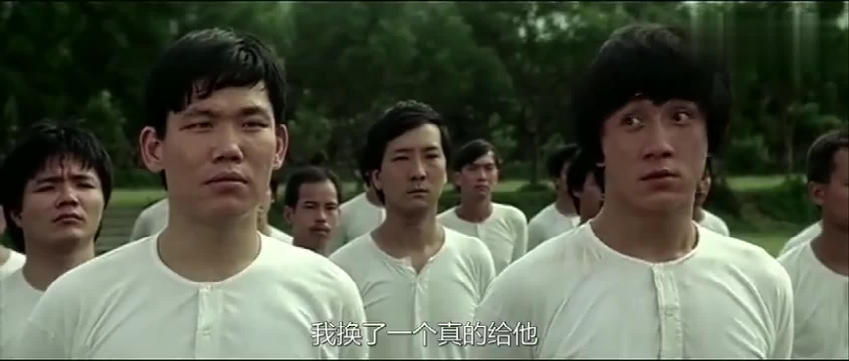 #经典看电影#调皮新兵居然换了个真的手榴弹给长官,太危险了