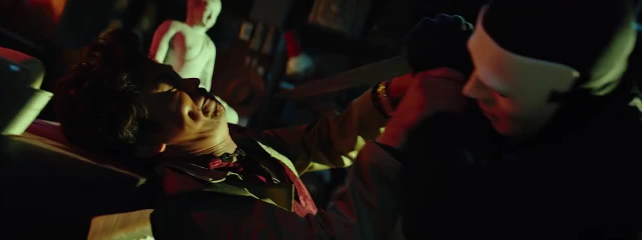 凶手想要杀帅哥跟屌丝,证明帅哥对了,凶手想要烧死帅哥