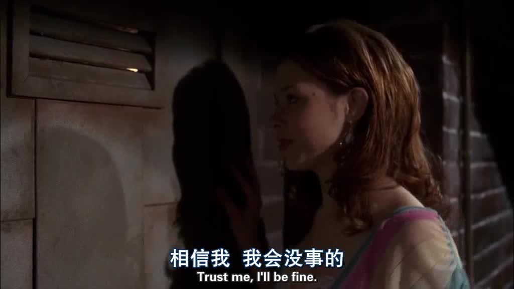 女子在打扫卫生,朋友来看她,但是接下来的对话太吓人了