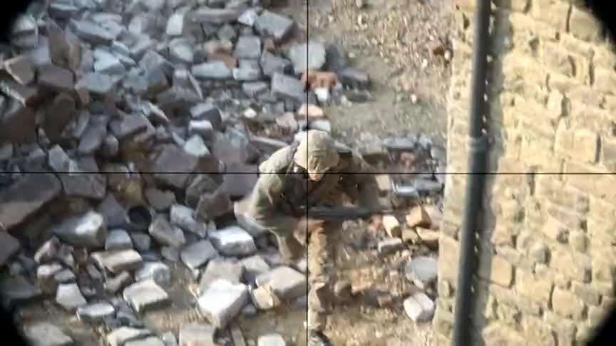 狙击手在高楼狙击敌人,没想到他却被敌人的坦克瞄准了