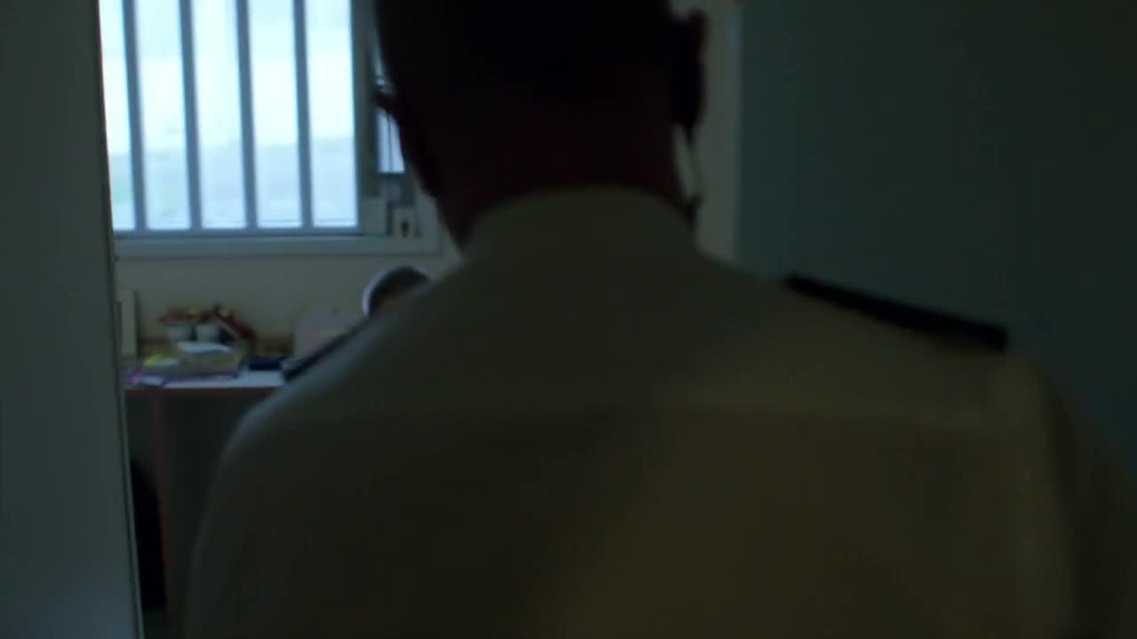男子被通知禁止任何人来探监,瞬间疯掉了,真可怜