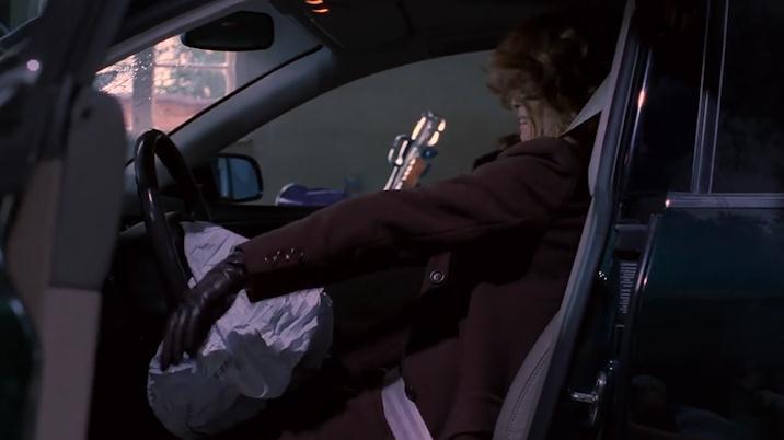 富家女开车撞进房子,手脚一直在跳舞发抖!中邪