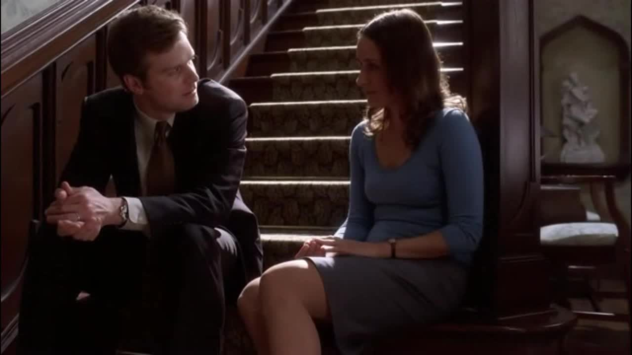 克莱尔跟女主说了啥?两个人很暧昧,到底咋回事