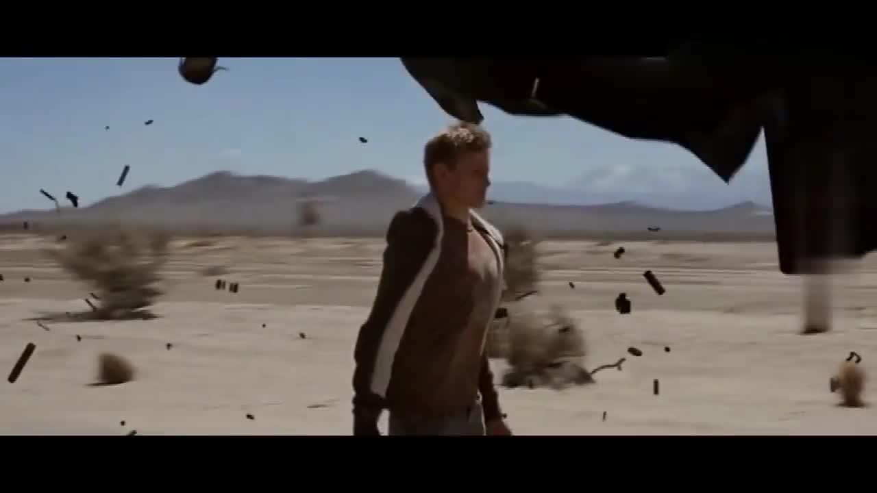 男孩能穿透物体,站在原地撞碎高速驶来的汽车,自己却没事?