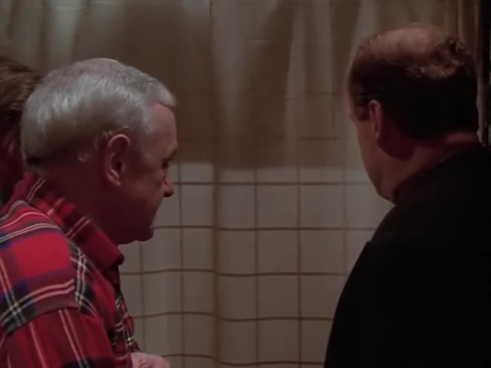 两男一女躲进厕所里,发出了奇怪的声音,他们在干什么?