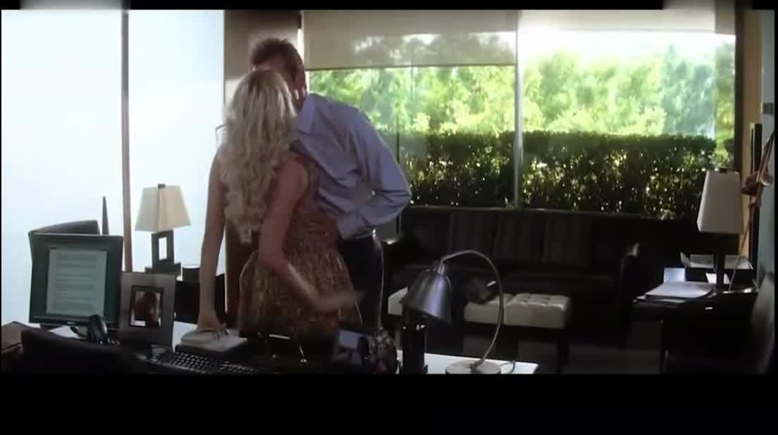 #高能 电影片段 #男子和小三正在偷情,没想到这时候老婆来查岗了