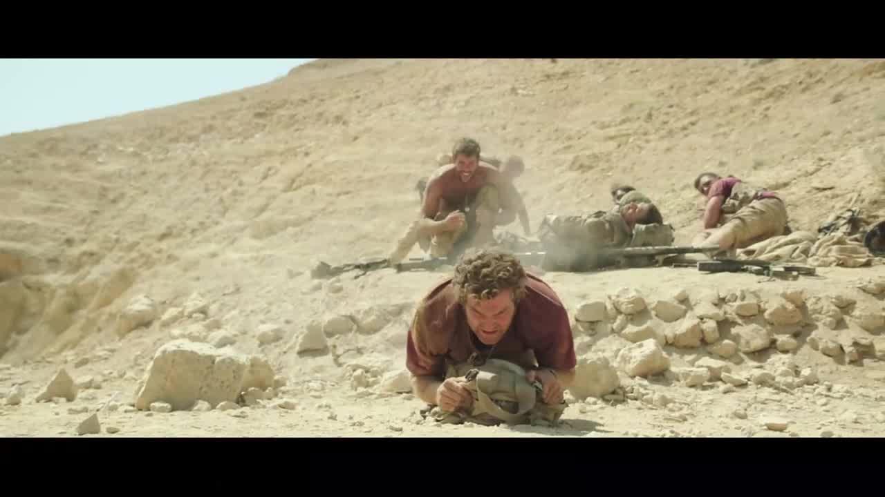 小伙为了躲避地雷,居然这么做,真聪明