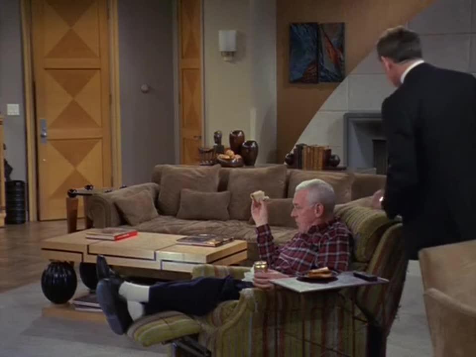 男子一回家,发现家里多了个管家,这服务是亿万富翁级的吧?