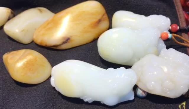 #新疆和田玉籽料原石# 羊脂玉原石是什么样的呢?450000一克 360度完美!