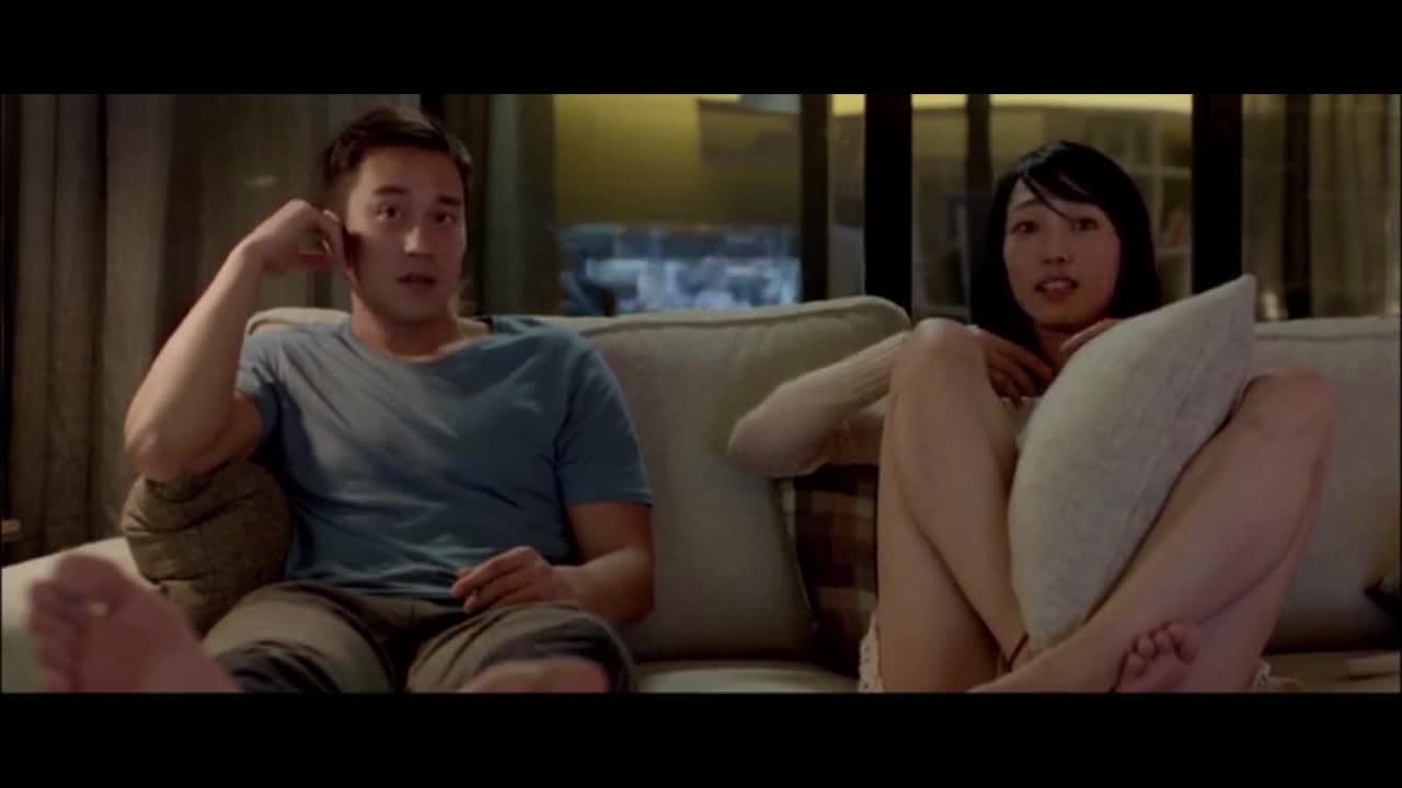 失忆何蔓在前夫家看电影,两人嬉戏打闹,恳求前夫帮自己找回记忆