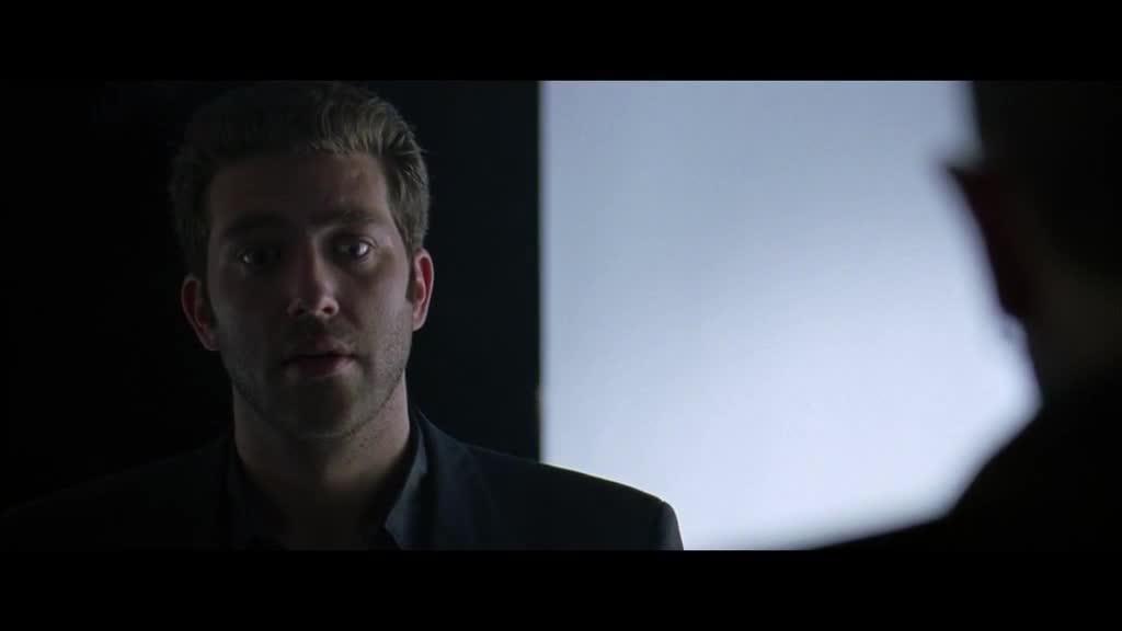 小伙回到现实生活,开始调查见过的人,在车库暴打一嫌疑犯