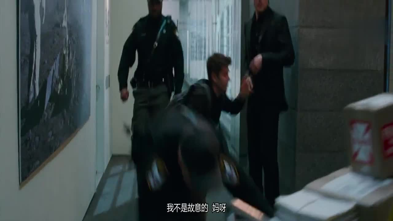 #科幻大片#彼得调戏保安,1个人缠住4个保安,女友成功脱逃!