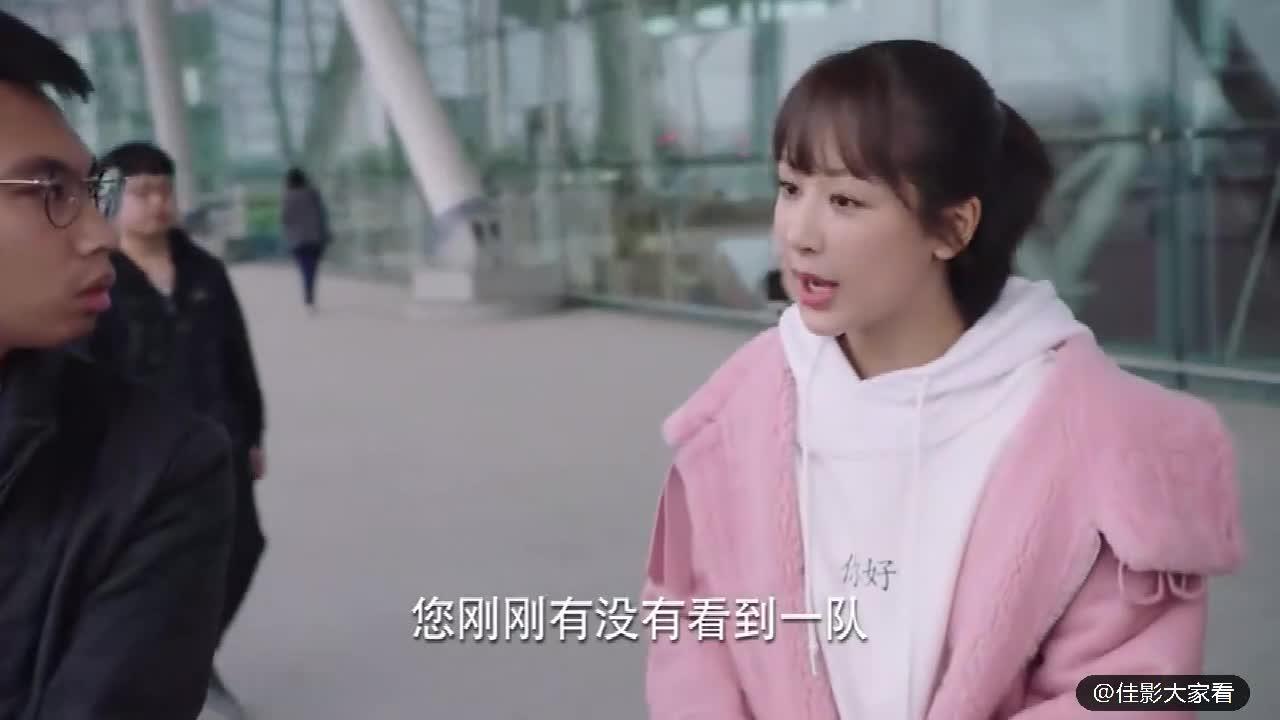 #经典看电影#杨紫出差广州,机场偶遇李现,李现却没看见杨紫,可惜了