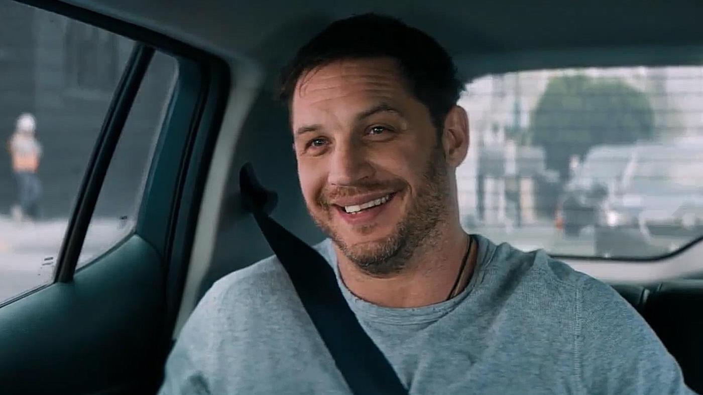 #电影最前线#《毒液》删除片段,汤姆哈迪在车里和毒液对话,司机老哥都看懵了