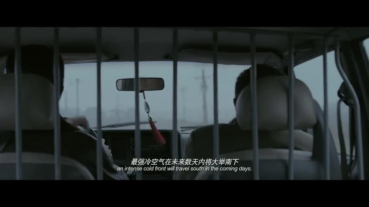 刑警队接到报案,男主及同伴前往现场了解情况,路遇可疑男子搭车