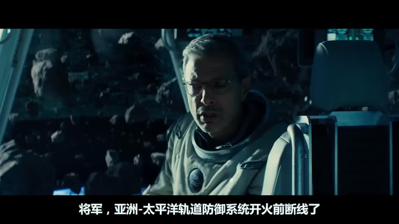 总统要启动轨道防御系统,阻止外星人入侵,不料几秒内就被轰碎