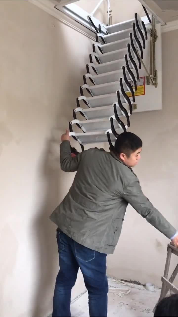 伸缩楼梯,这个真的挺方便,不占空间