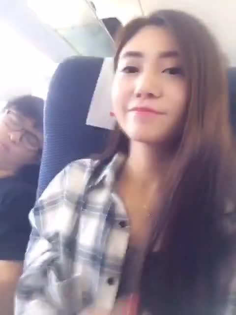 #美女#在火车上自拍……结果尴尬了啊