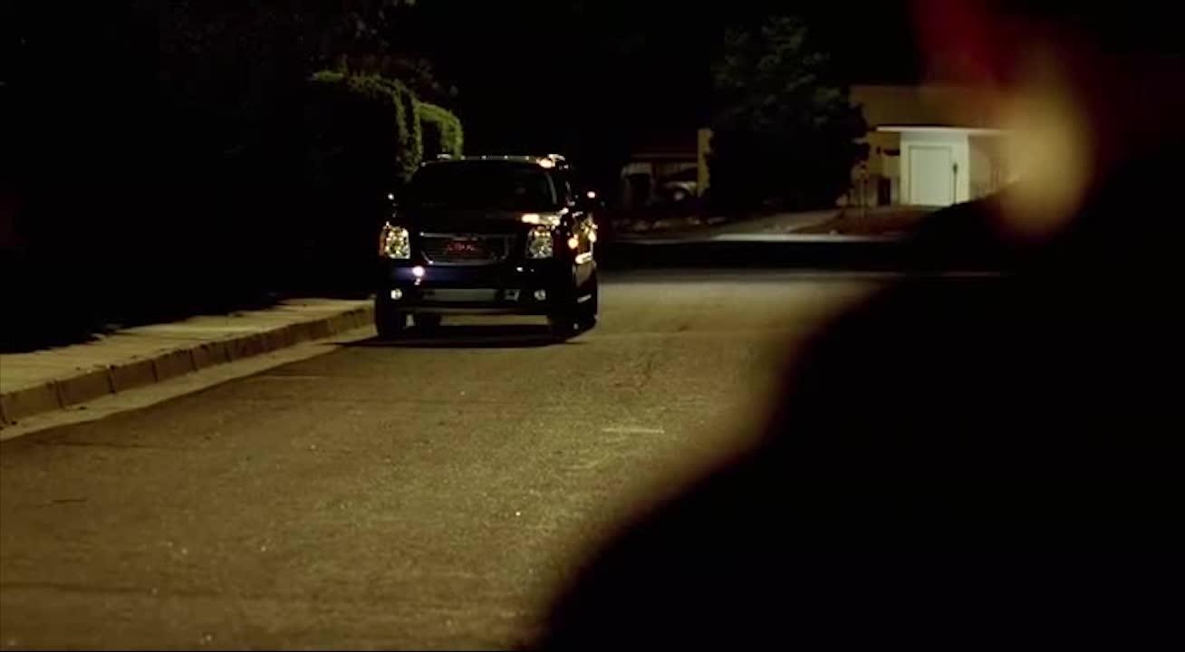 大叔晚上回家后,看到家门前的车后,直接楞住了