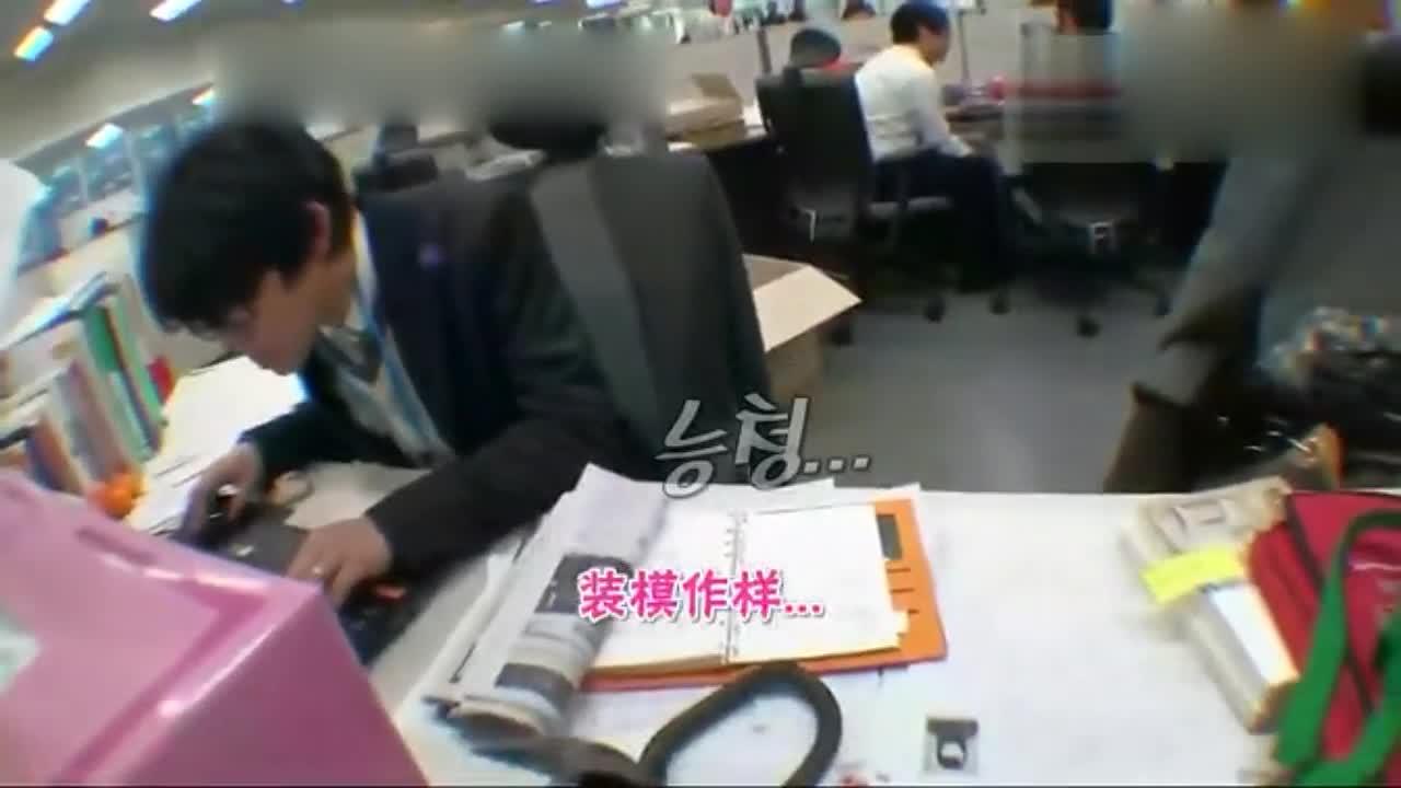 金钟国在办公桌找到线索,小职员不愿意给,咋办?