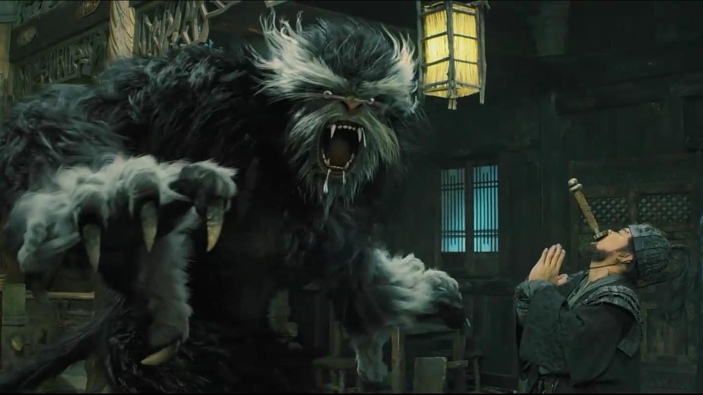 #惊悚看电影#小伙养了一个未知生物,只要一生气,就会变成吃人怪兽