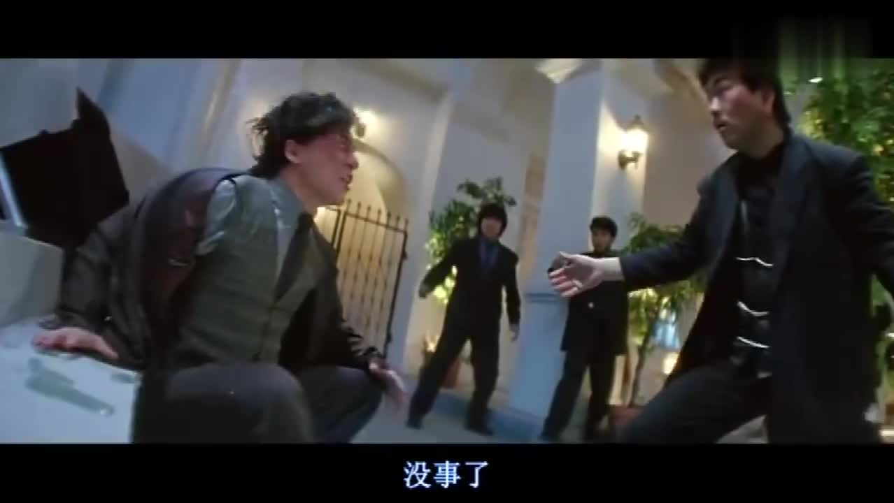 #经典看电影#成龙动作好快!要是被砸到脑脑袋估计得开花吧