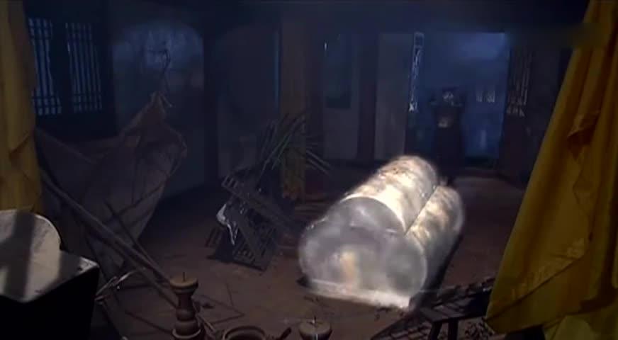 会发光的棺材睡着小僵尸,大僵尸夺取小僵尸的宝珠
