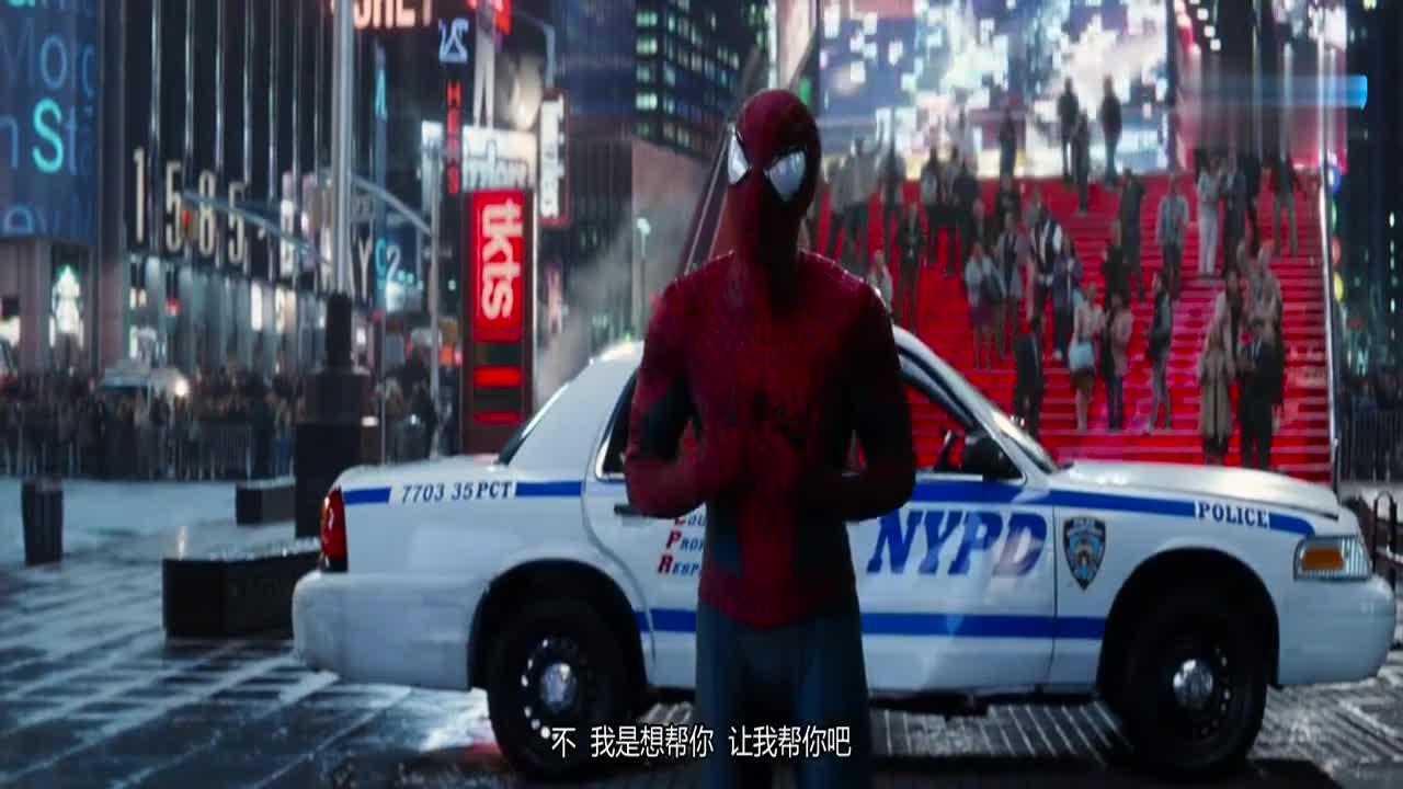#科幻大片#变异人跪在地上,释放强电流,蜘蛛侠救人的方法成经典!