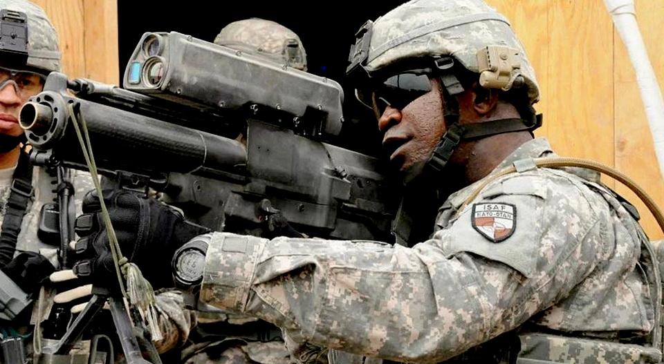美军来自未来的榴弹枪,子弹竟然能够自动跟踪引爆