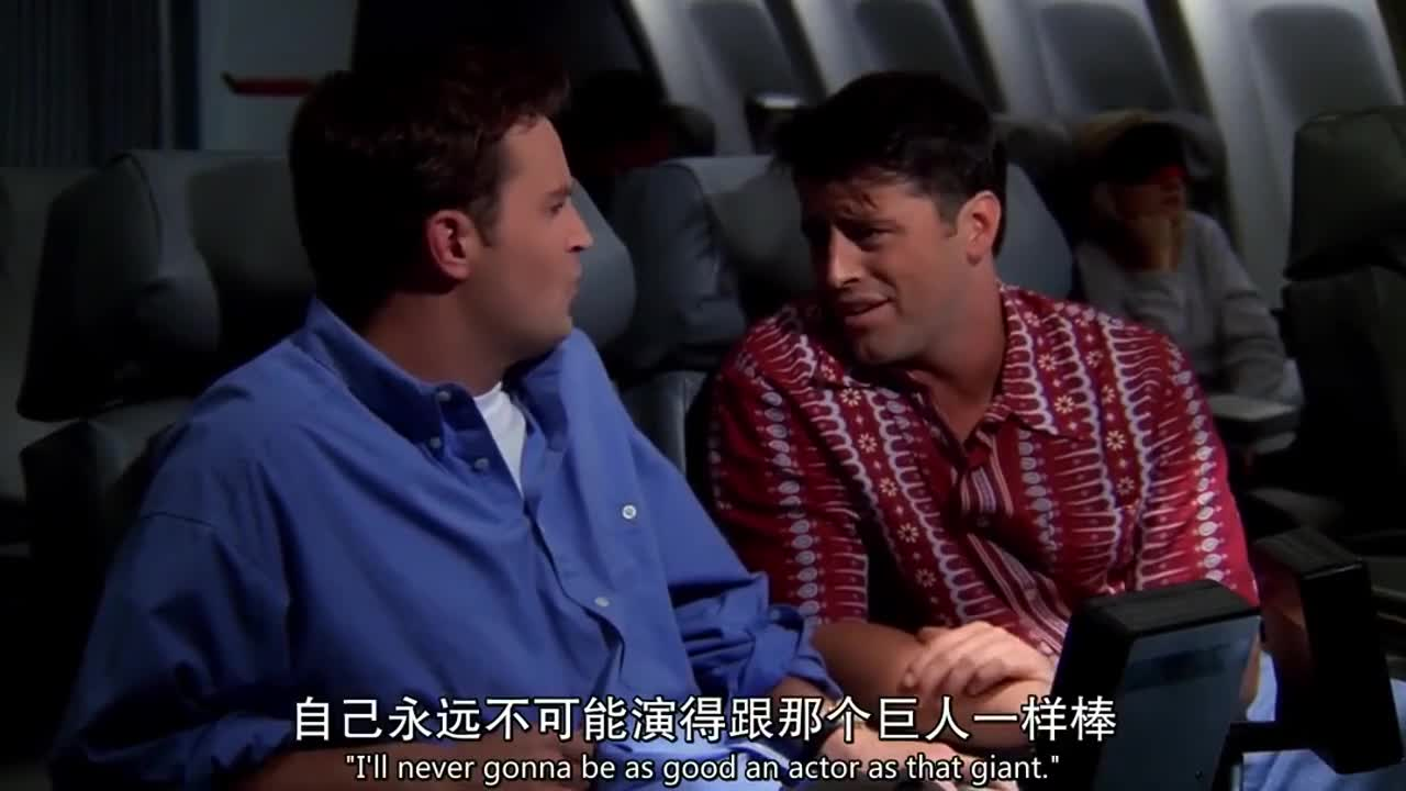 红衣男要问蓝衣男问题,蓝衣男居然是这样反应,太搞笑了