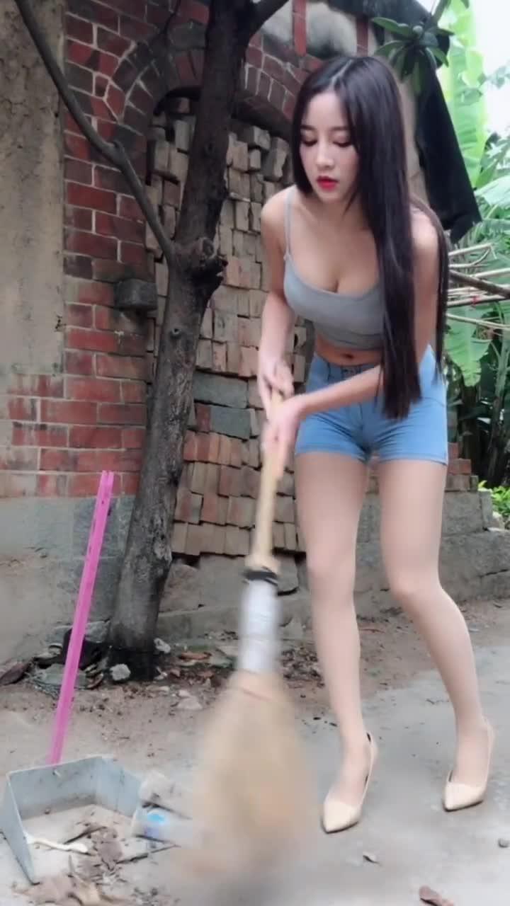 #我的少女心#假装打扫卫生的妹子