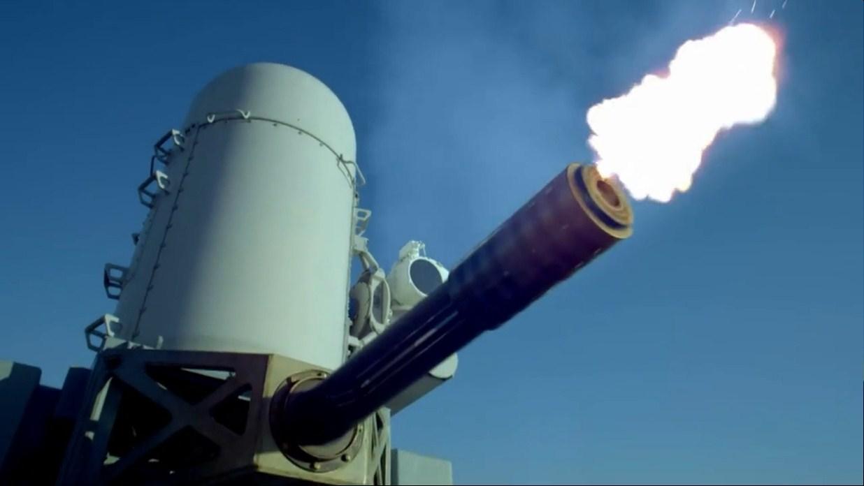 三枚反舰导弹来袭,美驱逐舰上的密集阵火力全开,瞬间全部摧毁