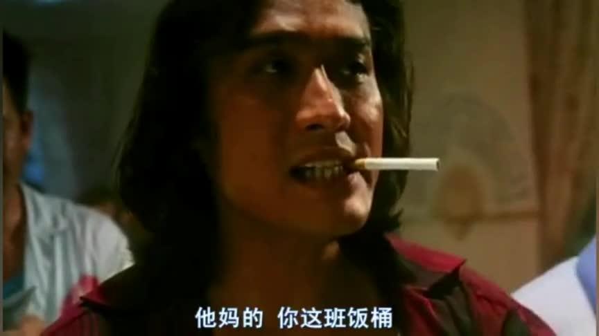 小哥的赌术很厉害,不过他旁边的可是赌神,点烟的方式都不一般!