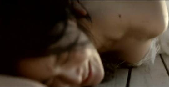 #经典看电影#美女和陌生男子荒岛游玩,没想到男子酒后对她做出疯狂的事来