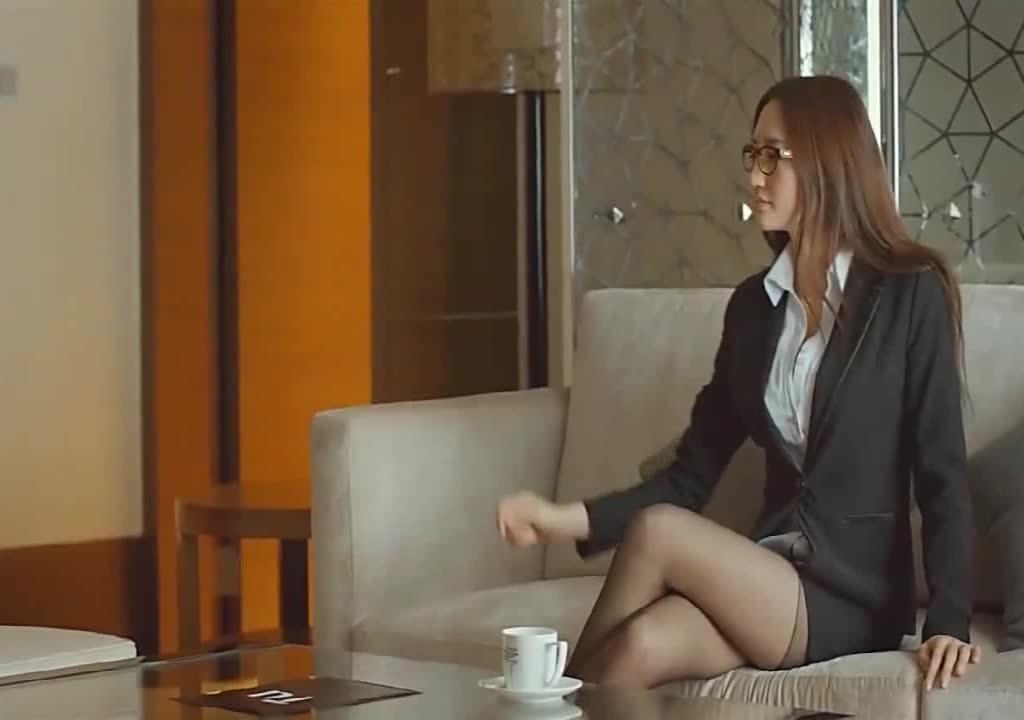 女秘书找上司在酒店私聊,这些暗示令人蠢蠢欲动