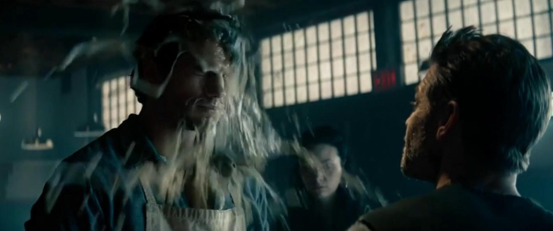 #经典看电影#刺头泼他脏水,却不知他是超人