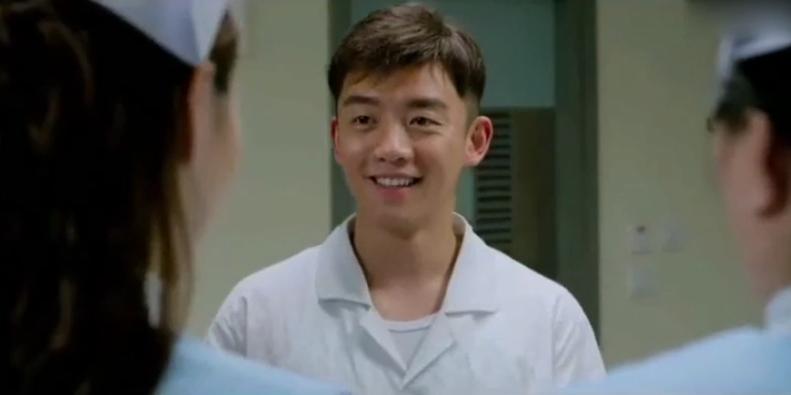 #郑恺#小伙遇到被甩的前女友,这报复方式真是,笑的我肚子疼