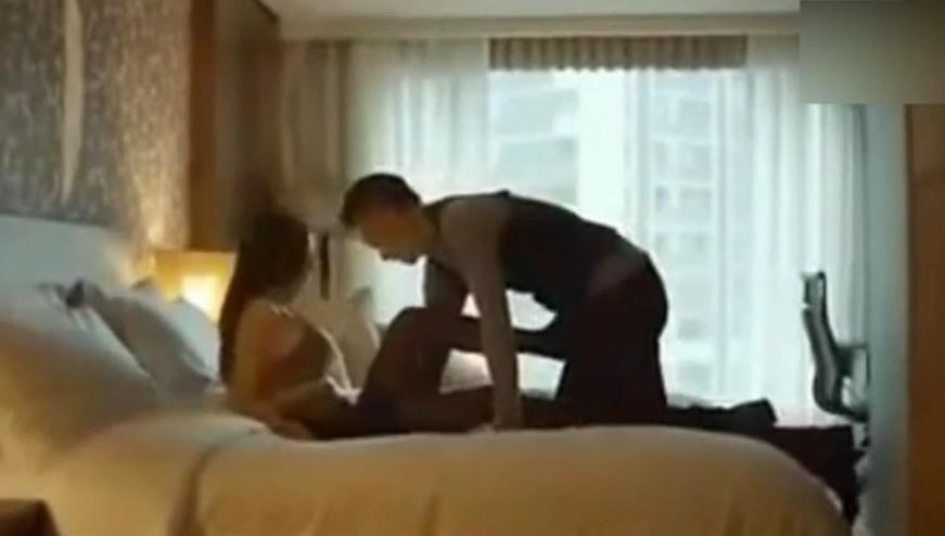 老板和秘书进了酒店房间,这下两人开心了