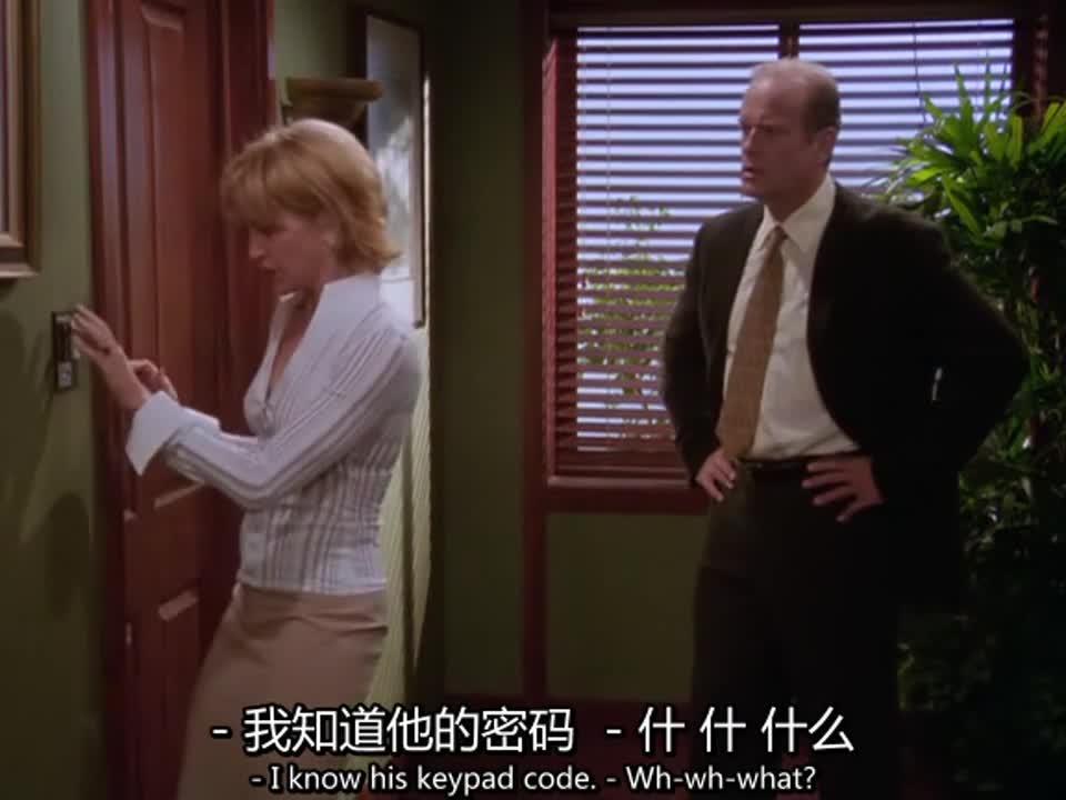 女子与男子偷偷摸摸走进一房间,随后竟藏起来,还做出这样的事