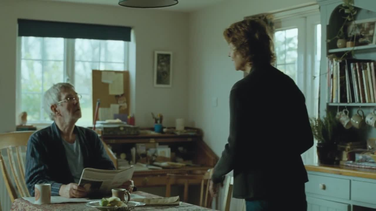 夫人回到家中与老伴恩爱,老伴读信,得知前女友的尸体已经找到