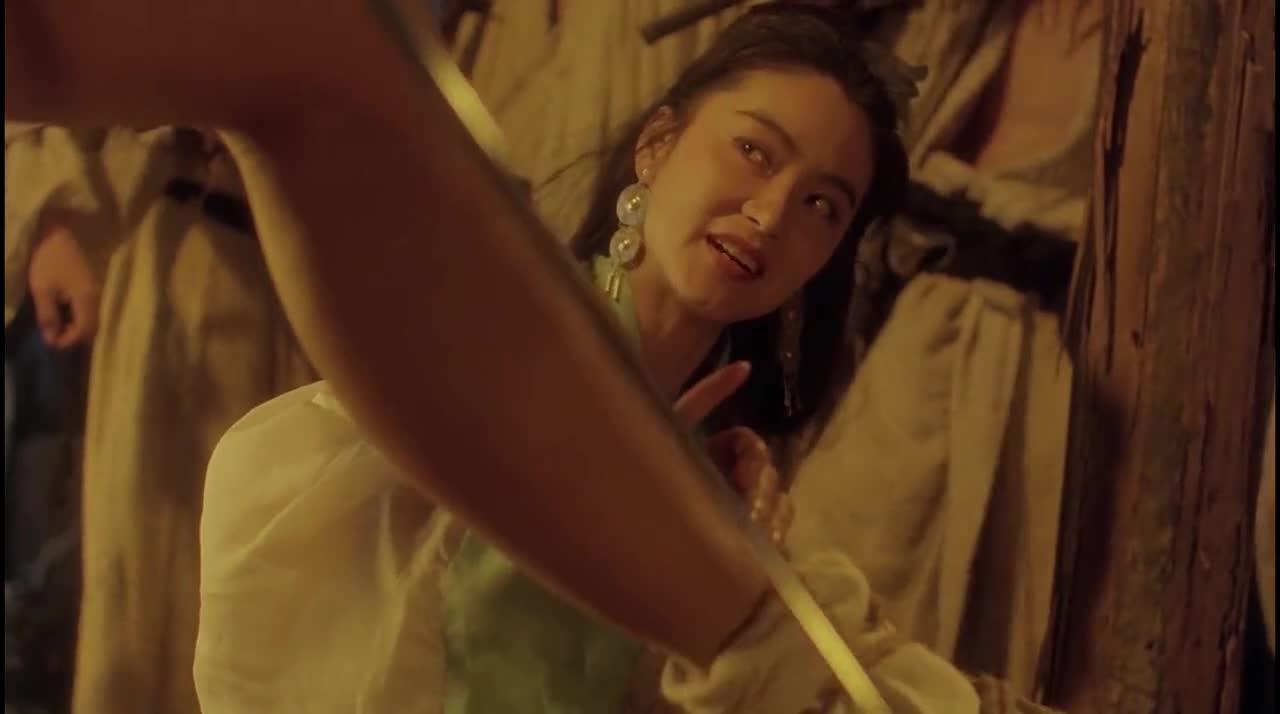 #电影#日本浪人调戏姑娘,结果被东方不败一下捏死