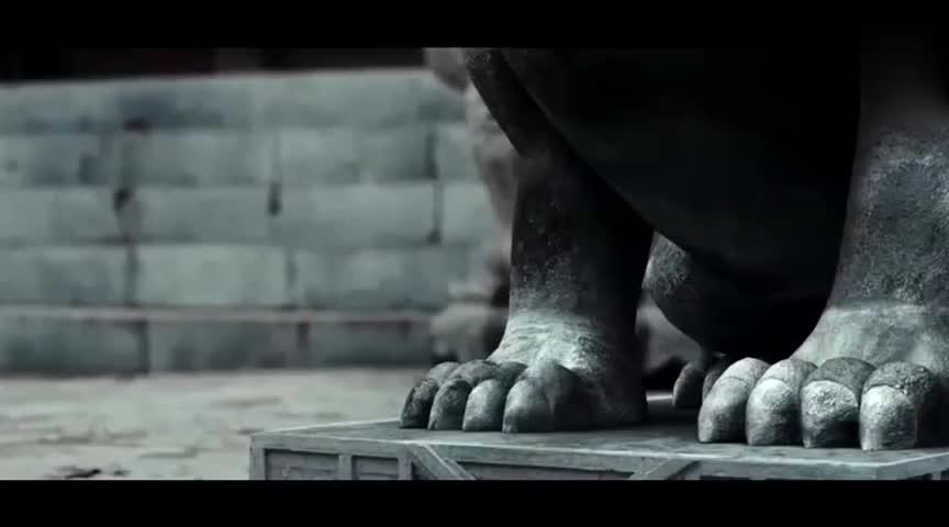 #经典看电影#守门的石狮子竟然活了,扫地僧用佛珠镇住了它